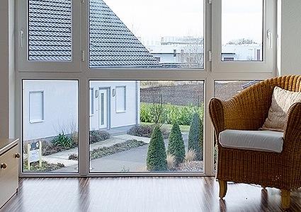 Fenêtre à triple vantail avec imposte basse