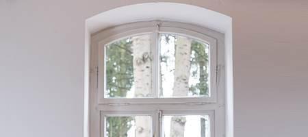 Cadre des fenêtres en arc surbaissé