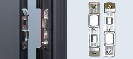 Protection latérale de bande pour porte d'entrée en alu
