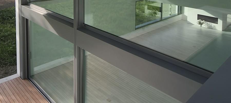hueck fabricant de menuiseries aluminium en allemagne. Black Bedroom Furniture Sets. Home Design Ideas