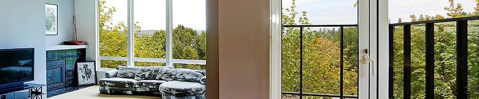 Portes-fenêtres blanches à vantaux fixes ou oscillo-battants